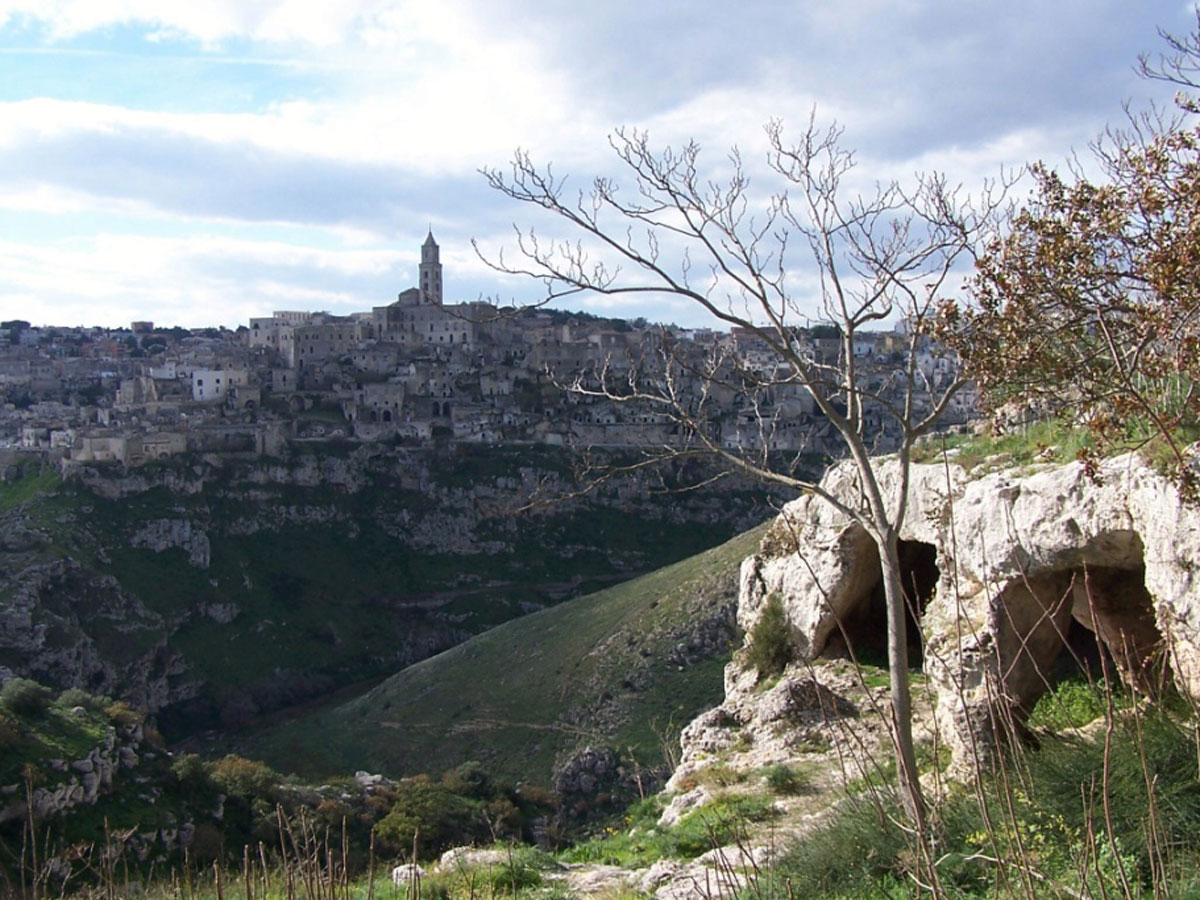 THE LAKE AND THE CRYPT AROUND MATERA IN MTB