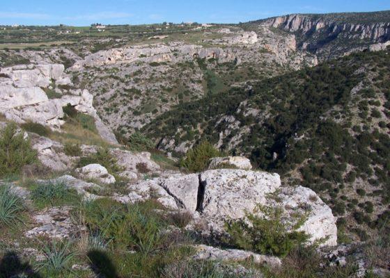 sassi-e-grotta-dei-pipistrelli-a-piedi-3