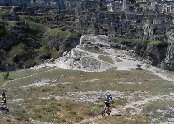 villaggio-neolitico-e-chiese-rupestri-in-mtb-10