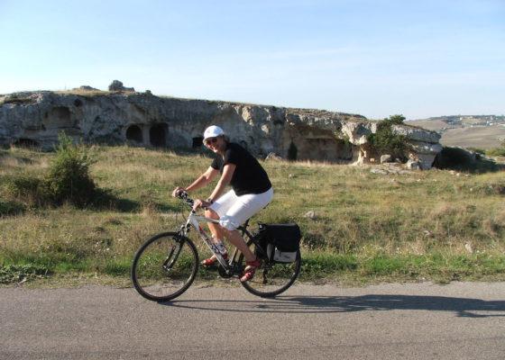 villaggio-neolitico-e-chiese-rupestri-in-mtb
