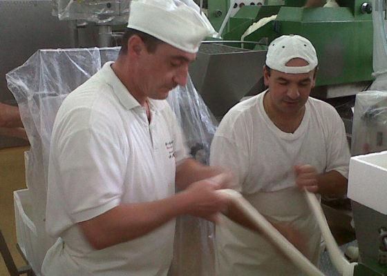 matera-bread-and-mozzarella-cheese-15